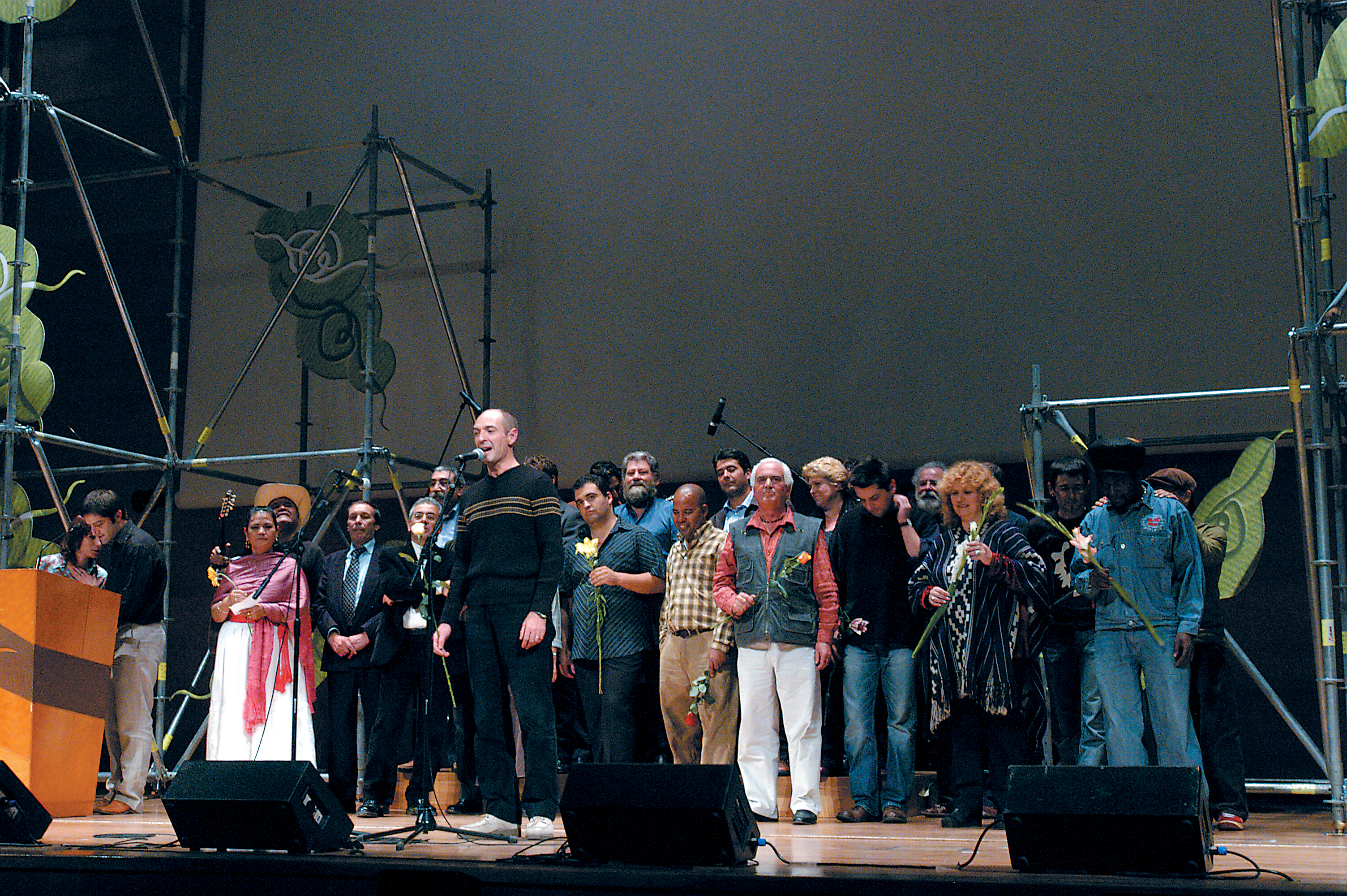 Kulturartea Meeting 2003. Andoni Egaña with world improvised verse singing delegations